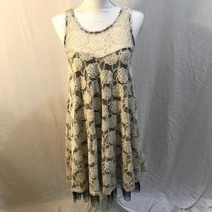 Lace dress with lining and tulle